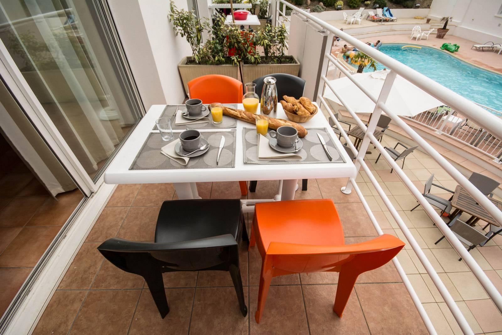 Petit déjeuner sur balcon